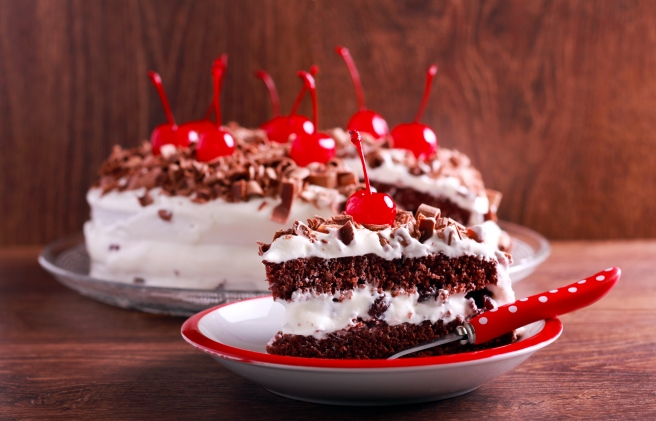 dreamstime_xxl_87690306 black forest cake dessert food