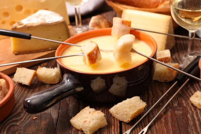 dreamstime_xxl_80218313 cheese fondue food