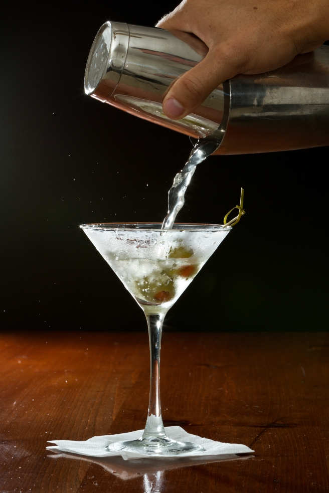 dreamstime_xxl_33882890 alcohol drink olive gin martini