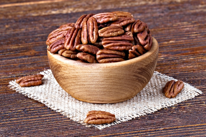 dreamstime_xxl_93155097 food pecan nuts