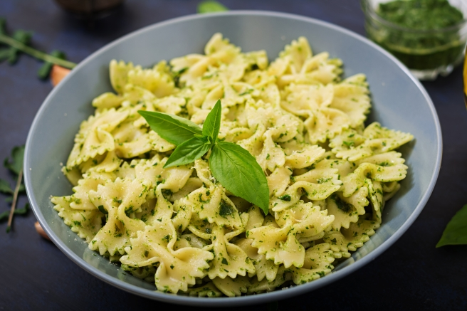 dreamstime_xxl_88390484 food Italian basil bowtie pasta