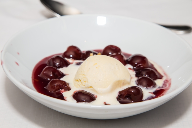 dreamstime_xxl_36077731 food dessert cherries jubilee
